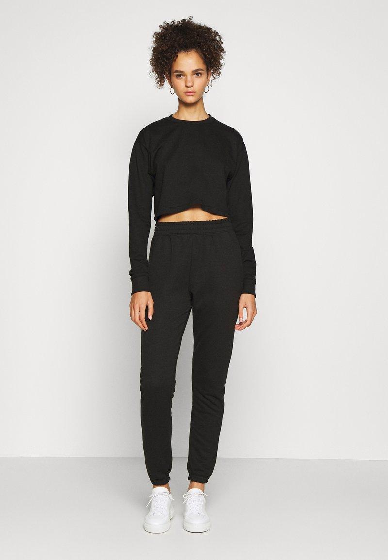 Missguided Tall - CROP JOGGER COORD set - Sweatshirt - black