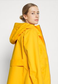 Didriksons - FOLKA - Waterproof jacket - saffron yellow - 3