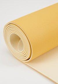 Casall - CASALL EXERCISE MAT 3MM - Fitness/jóga - golden yellow/core white - 4