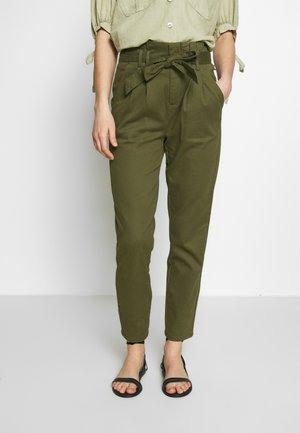 ONLPIXI PAPERBACK PANT - Kalhoty - kalamata