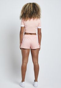 SIKSILK - Shorts - apricot blush - 2