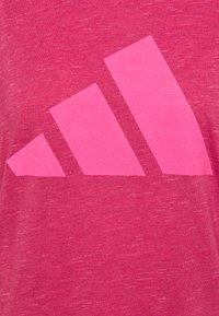 adidas Performance - WIN 2.0 TEE - T-shirt imprimé - berry - 2