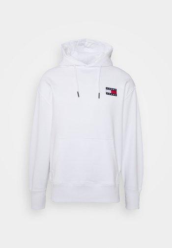 BADGE HOODIE UNISEX - Bluza z kapturem - white