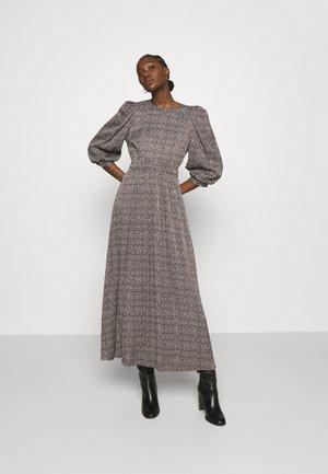 ILA MIDI DRESS - Denní šaty - brown