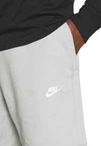 Nike Sportswear - MODERN - Shorts - smoke grey/ice silver/white - 5