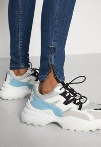 ONLY - ONLKENDELL - Jeans Skinny - medium blue denim - 4
