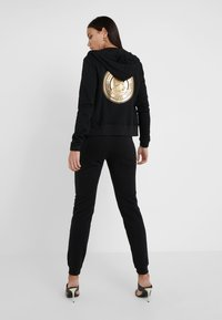 Versace Jeans Couture - Tracksuit bottoms - nero - 2