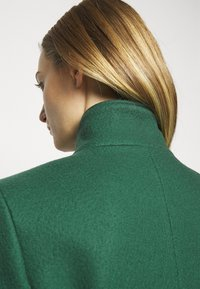 CLOSED - PURE PORI - Classic coat - green - 6
