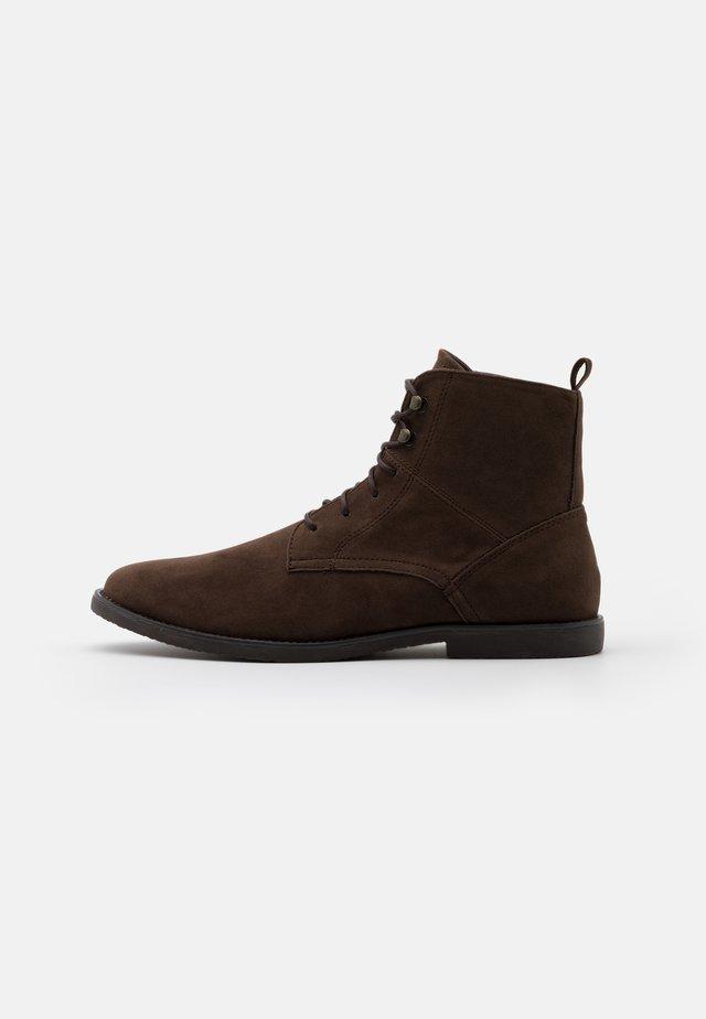 Botines con cordones - dark brown
