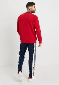adidas Originals - 3 STRIPES CREW UNISEX - Sweatshirt - powred - 2