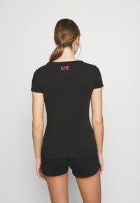 EA7 Emporio Armani - Print T-shirt - black fancy - 2