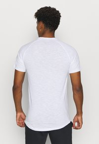 Jack & Jones - JCOCURVE TRAIN TEE CREW NECK - Print T-shirt - white - 2