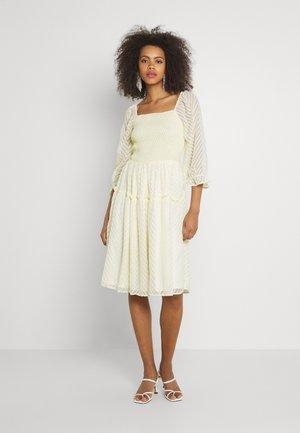 YASDEANNA 3/4 DRESS - Koktejlové šaty/ šaty na párty - yellow