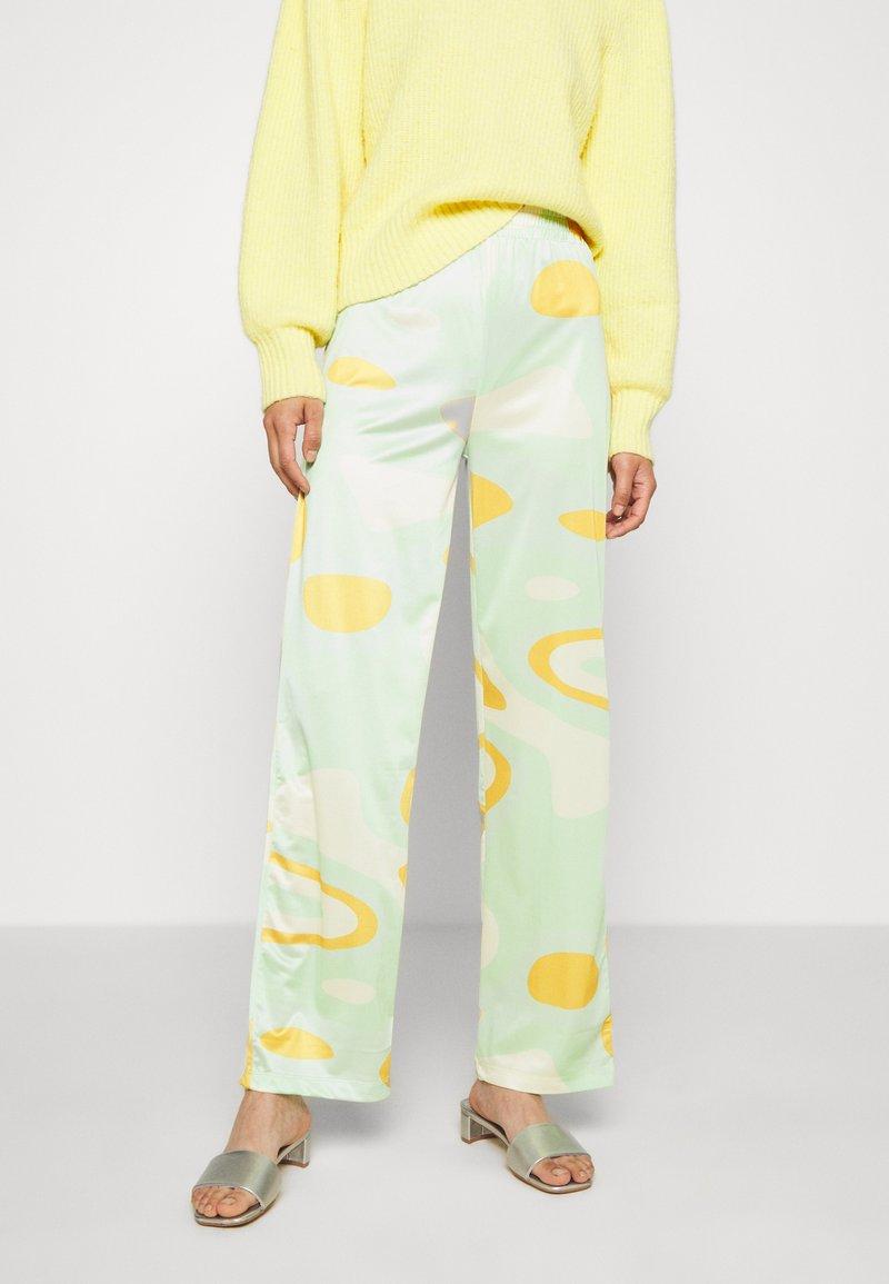 HOSBJERG - RILEY PANTS - Trousers - green