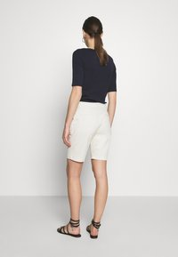 GAP - BERMUDA - Shorts - beige - 2