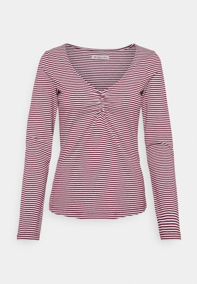 Long sleeved top - dark red/white