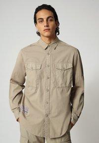 Napapijri - Shirt - silver sage - 0