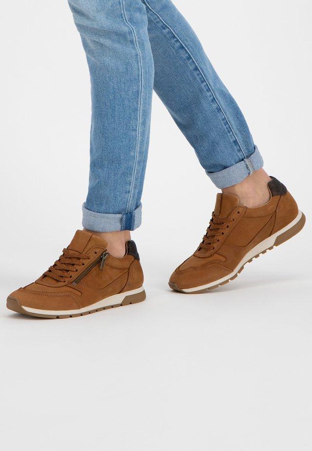 E.BLORE - Sneakers laag - cognac