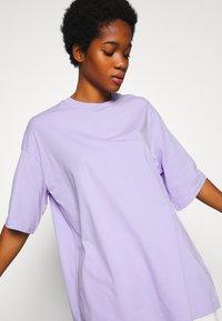 Monki - CISSI TEE - T-shirts med print - lilac purple - 4
