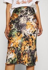 Never Fully Dressed - BLOOM PRINT SLIP SKIRT - Pencil skirt - navy/multi - 4