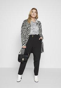 New Look Curves - SIENNA UTILITY TROUSER - Bukse - black - 1