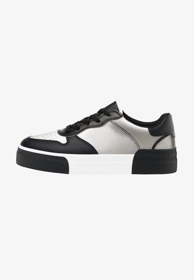MIT LENTIKULARDRUCK  - Sneakersy niskie - black