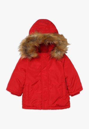 Abrigo de plumas - chily red