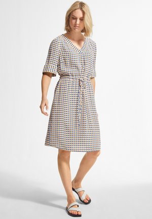 Day dress - white triangle in dots