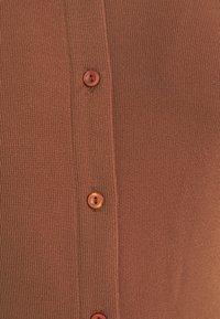 Glamorous - BUTTON THROUGH DRESS - Robe longue - rust - 7