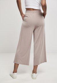 Urban Classics - Spodnie materiałowe - duskrose - 2