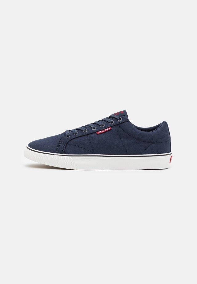 JFWCARTER - Sneakers laag - navy blazer
