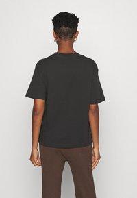 Monki - TOVI TEE - Print T-shirt - black - 2