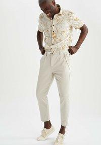 DeFacto - Pantalon classique - beige - 1