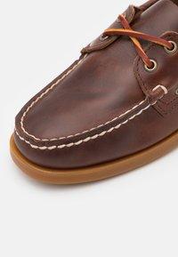 Sebago - DOCKSIDES PORTLAND  - Boat shoes - brown honey - 5