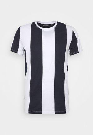 BERTONIB - Print T-shirt - optic white/rich navy