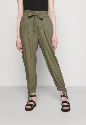 TIE LEG PANTS - Trousers - olive
