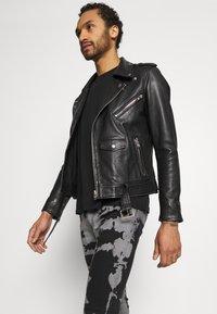 Brave Soul - Jeans Skinny Fit - grey/black wash - 3