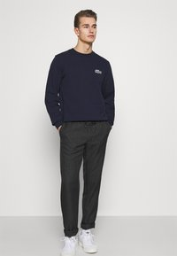 Tommy Hilfiger - ACTIVE PANT PRINCE OF WALES - Trousers - grey - 3