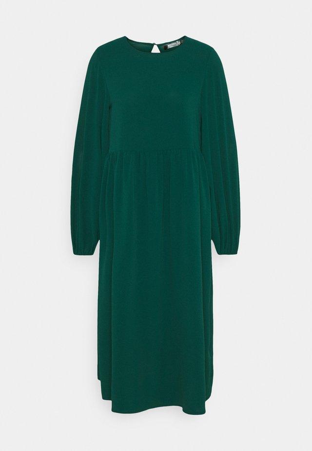 OVERSIZED MIDI DRESS - Korte jurk - dark green