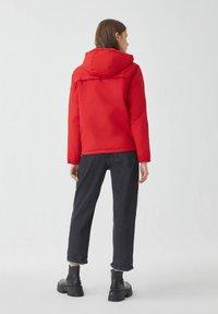 PULL&BEAR - Zimní bunda - red - 2