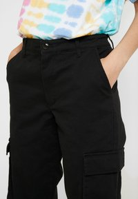 ONLY - ONLBETSY ALVA PANT - Cargo trousers - black - 5