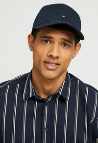 Tommy Hilfiger - CLASSIC - Caps - midnight - 1