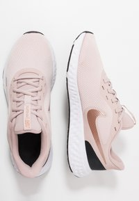 Nike Performance - REVOLUTION 5 - Hardloopschoenen neutraal - barely rose/metallic red bronze/stone mauve - 1
