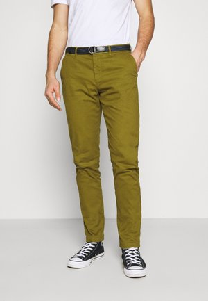 STUART PEACHED WITH GIVE AWAY BELT - Chinosy - military green