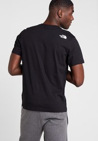 The North Face - WALLS CLIMB TEE - Triko s potiskem - black - 2