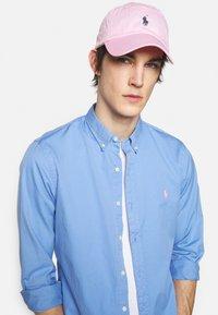 Polo Ralph Lauren - CLASSIC SPORT UNISEX - Czapka z daszkiem - carmel pink /jewe - 0