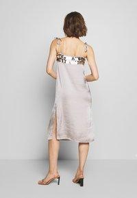 MANÉ - NOCTIS DRESS - Cocktail dress / Party dress - dove grey/gold - 2