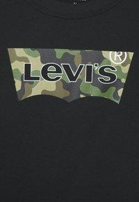 Levi's® - CAMO BATWING - T-shirt print - black - 2
