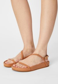 Who What Wear - ALIYAH - Sandály - camel - 0