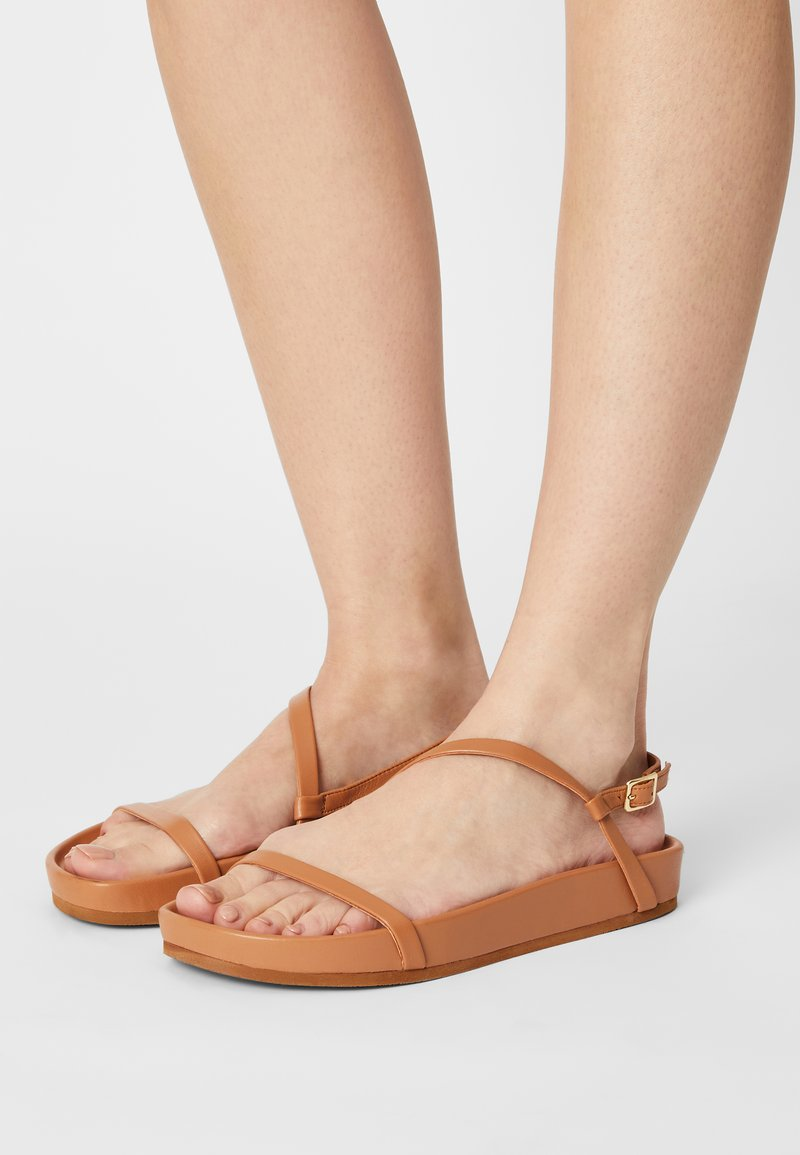 Who What Wear - ALIYAH - Sandály - camel